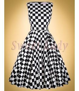 Šachovnicové šaty v štýle retro so širokou sukňou