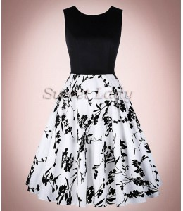 Zaujímavé retro šaty s kvetovanou sukňou