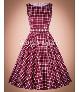 Kockované šaty so širokou sukňou v retro štýle