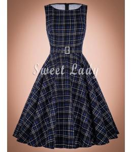 Zaujímavé retro šaty s károvaným vzorom