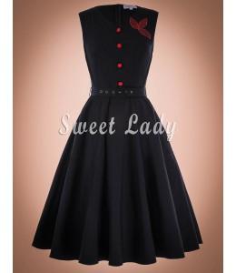 Elegantné čierne retro šaty s červenými gombíkmi