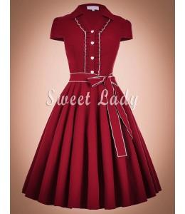 Výrazné šaty s golierikom v štýle vintage