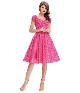 Jednoduché bodkované šaty ružovej farby