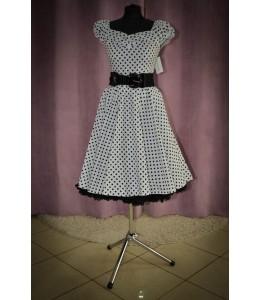Jednoduché puntíkované šaty bílé barvy